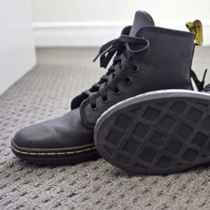 DR. MarTeNS GREASY BLK SHorEdItCH 7EYE COMBATBooTS